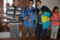 Přeborníci Střední průmyslové školy Světce ve futsalovém turnaji – zleva Patrik Benda, Marek Jonáš a David Kovacz.