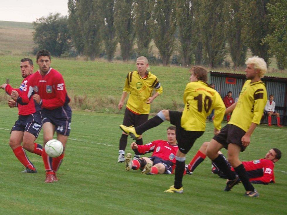 Fotbalisté TJ Chodský Újezd podlehli na domácím trávníku Kostelci 2:3