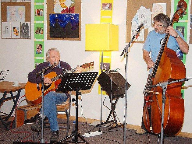 Miki Ryvola zahrál v pátek tachovskému publiku