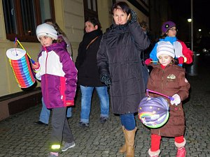 V Černošíně se uskutečnil lampionový průvod.