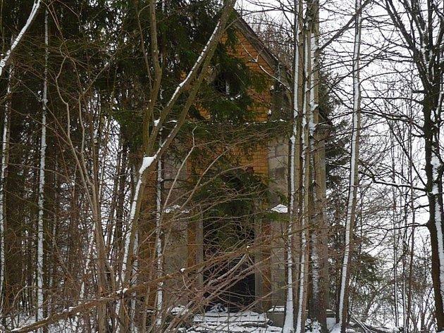 Krypta u Halže, kterou chce občanské sdružení Křesťanské Tachovsko opravit.