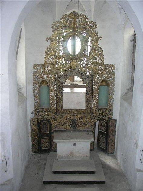 Oltář sv. Vavřince před demontáží a restaurováním