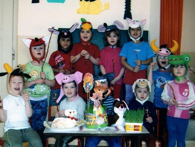 Děti z Mateřské školy ve Slovenské ulici v Tachově (na snímku) mají o zábavu postaráno. Svědčí o tom i nedávná velikonoční akce, do které se zapojili i rodoče drobotiny.