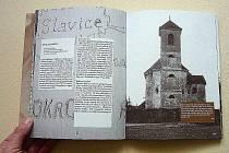 ZAUJALA DESIGNEM. Kniha Práce jeko na kostele zapůsobila na porotce svým zdařilým grafickým pojetím.