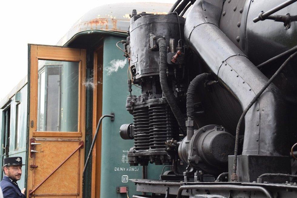 Jednou ze zastávek starodávného vláčku taženého parní lokomotivou v rámci oslav 120. výročí od zahájení provozu na trati Pňovany - Bezdružice byla i Cebiv.