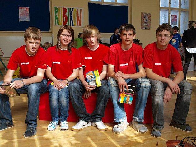 V aule plánské ZŠ na náměstí se konalo školní kolo hry Rubikon.