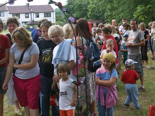 Několik stovek dětí a rodičů přišlo na sobotní 23. ročník akce Pohádkový les.