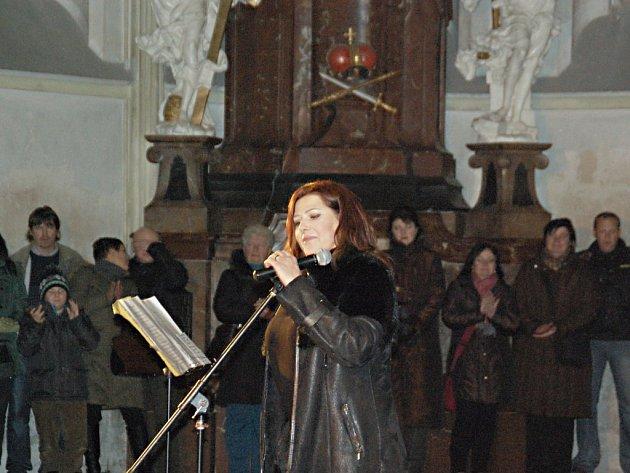 Zpěvačka Csáková zaplnila kladrubskou katedrálu