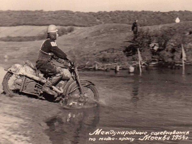Třiaosmdesátiletý Miloslav Souček ze Stříbra vzpomíná na reprezentační začátky v motokrosu.