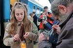 Symbol míru a přátelství putoval z Betléma do Vídně a vlaky napříč Evropu, z Plané pak rovnou na akci Advent v lesíku u Madonky