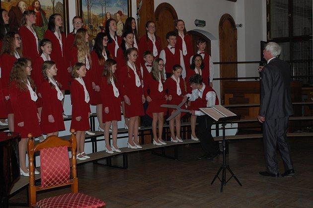 Tachovský dětský sbor vystupoval vČeském Krumlově.