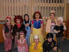 Děti si ve školce užily veselé dopoledne v maskách.