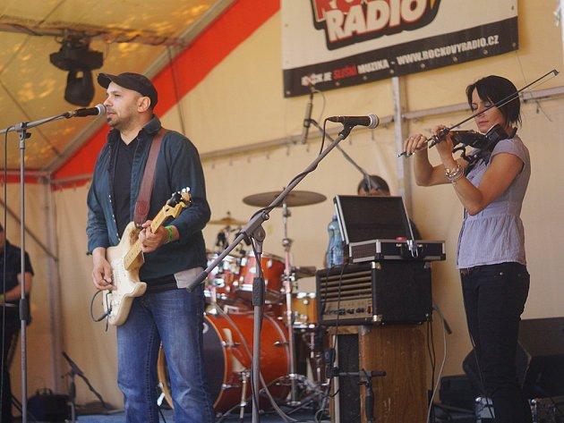 Kapela Purplemania se společně s dalšími cover bandy představila v Konstantinových Lázních.