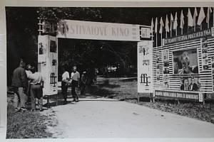 Letní kino při zahájení Filmového festivalu pracujících.