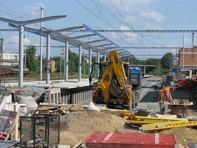 Stavba nového nástupiště.