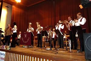 Dechová hudba Chodovarka roztančila návštěvníky Kulturního domu ve Stříbře o sobotním odpoledni