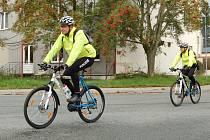 POLICIE NA KOLECH. Pokud to počasí ještě dovolí, budeme se v Tachově a okolí setkávat s policejní hlídkou na kolech.