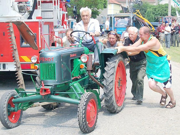 Bernartice zvaly na pouť a na traktoriádu.