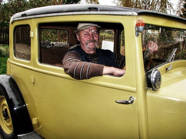 TATRU 57, které bude příští rok osmdesát let, řídil majitel několika veteránů a fanda historie vozidel Jaroslav Hofmann.