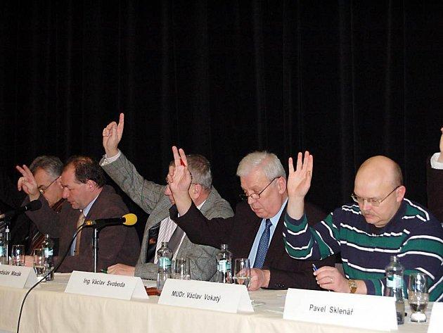 ROZHODNOU PŘÍŠTĚ. Tachovští zastupitelé (na snímku) o prodeji pozemků zřejmě rozhodnou na příštím zasedání.