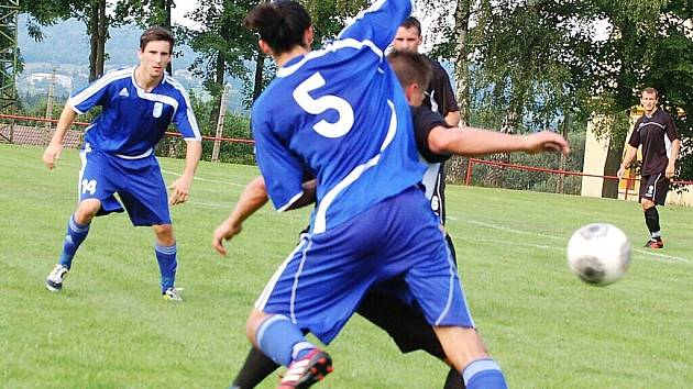 Generálka na mistrovské soutěže dopadla lépe pro fotbalisty FK Tachov, Rozvadov prohrál 1:3.