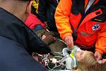 Ukázka práce příslušníků záchranné zdravotnické služby.