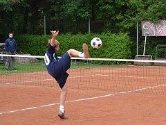 Lukáš Tolar je nadějným nohejbalistou, který letos získal tři tituly mistra republiky.