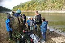 Mladí rybáři z Tachovska lovili na Orlíku.