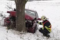 Nehoda na několik desítek minut zablokovala silnici mezi Tachovem a Mýtem.