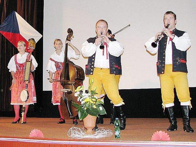 Plánské kino ožilo hudebním vystoupením Ledecké dudácké muziky.
