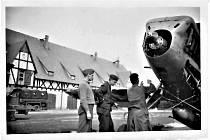 Snímky opravny letadel a nálezů u Chodové Plané.