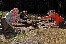 Archeologové zkoumají pozůstatky železné opony