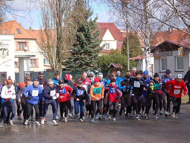 Na start třiadvacátého ročníku Velikonočního běhu se ve Stříbře postavilo sedmačtyřicet  účastníků.