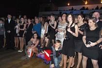 Studenti stříbrského gymnázia na svém pátečním maturitním plese.