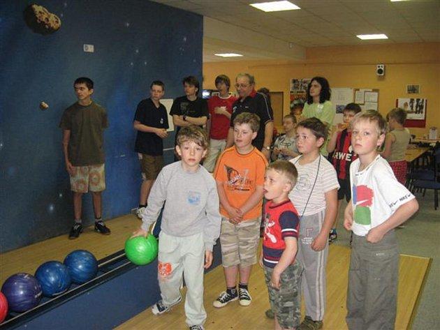Kladrubské děti a jejich kamarádi z okolních obcí se ve Stříbře vyřádili také při bowlingu