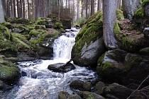 Vodopády na Mži pod Brankou, snímky z března a srpna.
