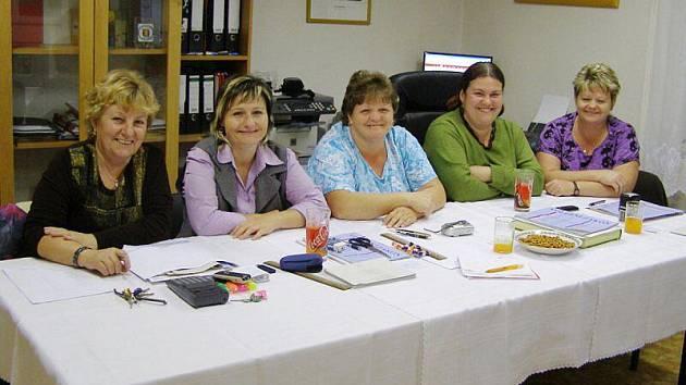 V Sytně zasedly do komise samé ženy.