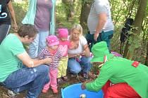 POSLEDNÍ PRÁZDNINOVOU akci pro děti uspořádala obec Zadní Chodov. Zábavnou podívanou připravila nejen pro děti, ale i pro jejich rodiče. Příští rok se jistě sejdou zase.