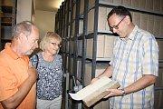 Manželé Pokorných provedl Jan Edl jindy uzavřenými prostory Státního okresního archivu v Tachově.