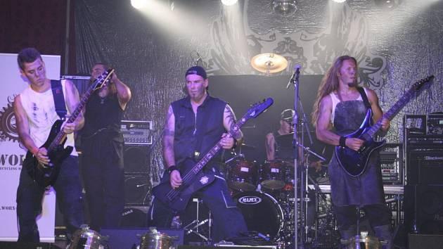 Publiku zahrál Škwor a další tři kapely