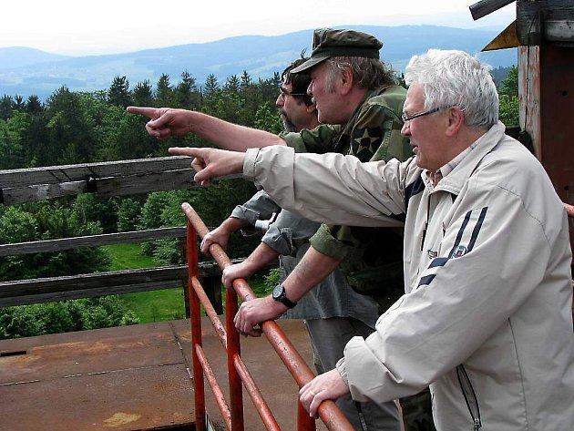 Stanislav Sýkora (vpředu) sloužil na Havranu před třiceti lety.