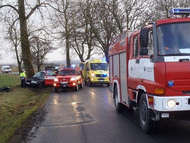 Osobní auto havarovalo v úterý odpoledne u křižovatky mezi Ctiboří a Halží. Řidič byl těžce zraněn.
