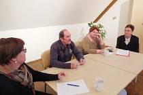 AUTOR NĚKOLIKA KNIH JINDŘICH SAHULKA z Chodové Plané vyprávěl o psaní a sbírání pověstí na setkání s veřejností v plánském městském kulturním středisku.
