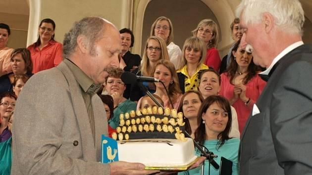 Tachovský dětský sbor oslavil čtyřicáté nározeniny i koncertem ve světecké jízdárně.