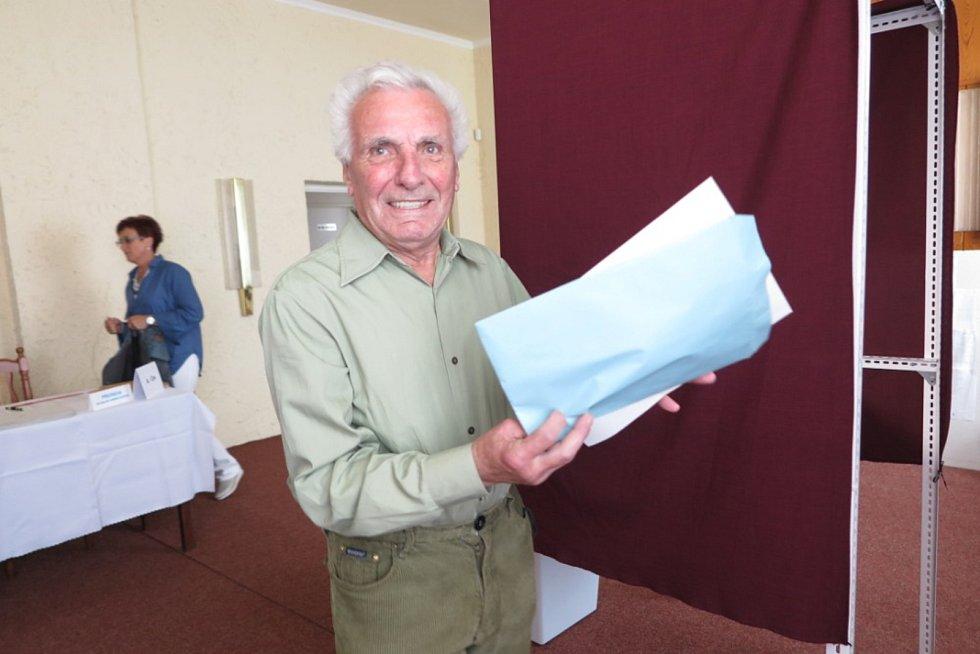 První den voleb v Černošíně