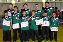 """Závodníci ze """"Zápasu Stříbro"""" se vydali do Holýšova na oblastní ligu a přivezli odsud sedm medailí."""