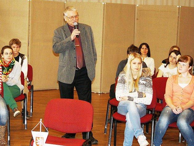 STAROSTA MĚSTA TACHOVA Ladislav Macák ve středu diskutoval se žáky a studenty tachovských základních a středních škol.