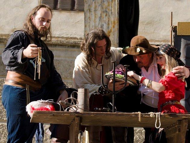SKUPINY historického šermu a tance Korbel a Mericia nebudou samozřejmě chybět při dnešních slavnostech v Boru.