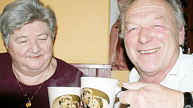 PADESÁT LET SPOLEČNÉHO ŽIVOTA oslavili manželé Marie a Miroslav Brožovi z Chodové Plané.