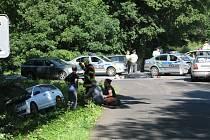 Dopravní nehoda u Plané, kde se střetl osobní automobil s motorkářem.